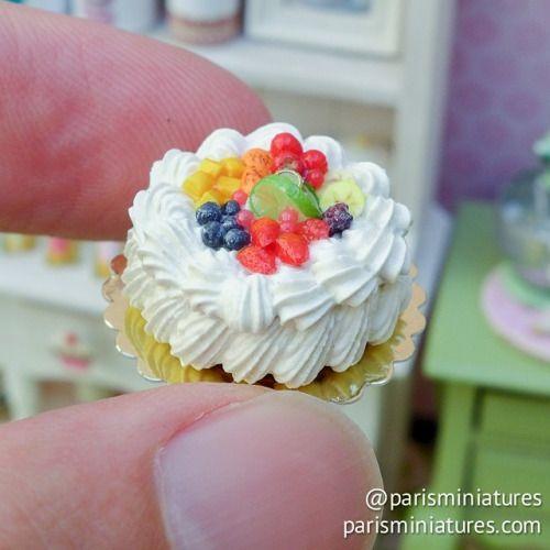parisminiatures:  Tutti frutti cream cake