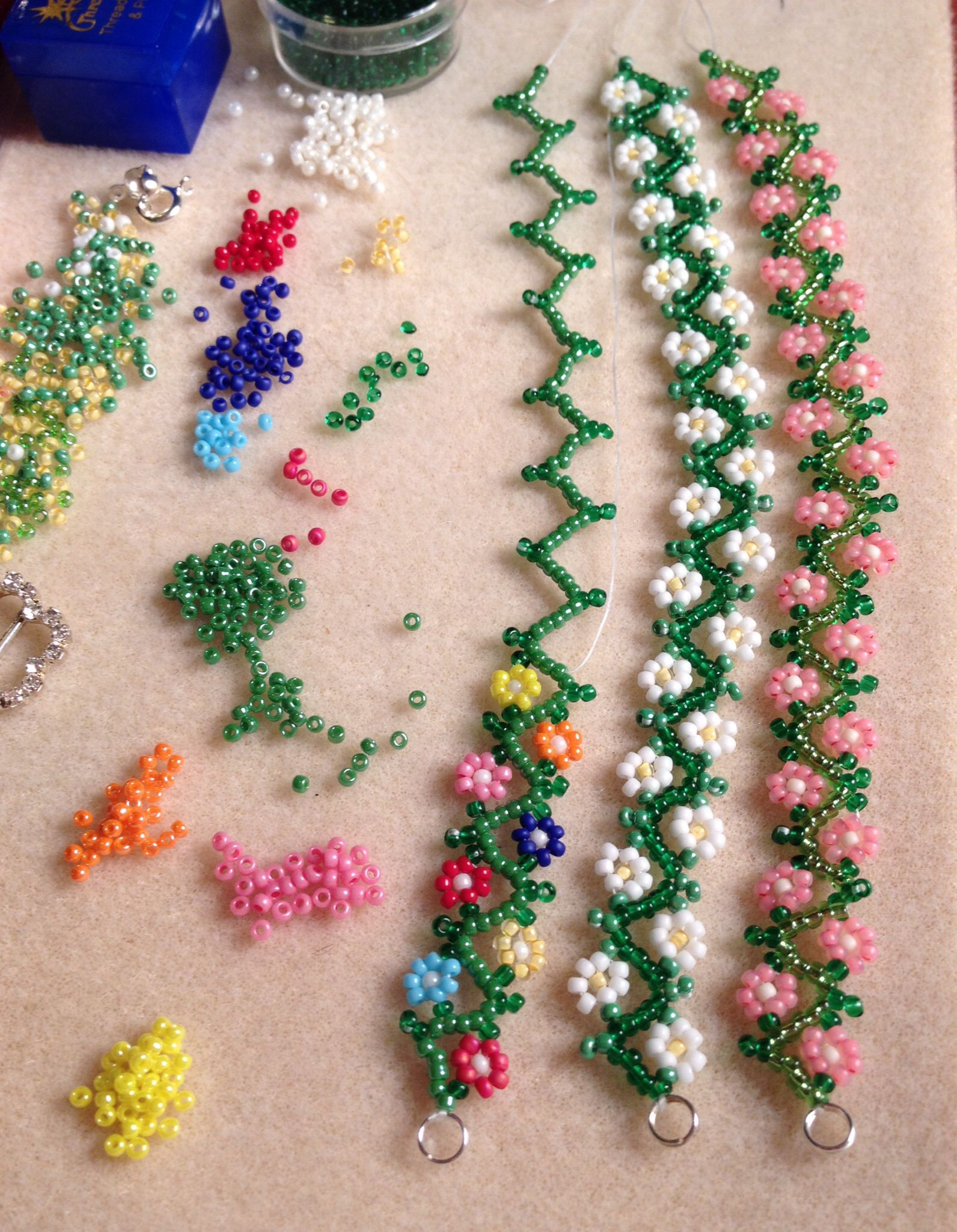 Daisy chain bracelets simple delicate seed bead design for How to make beads craft