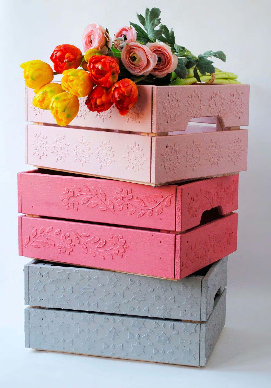 Cassette della frutta decorate con gli stencil semplice for Fioriere con cassette della frutta
