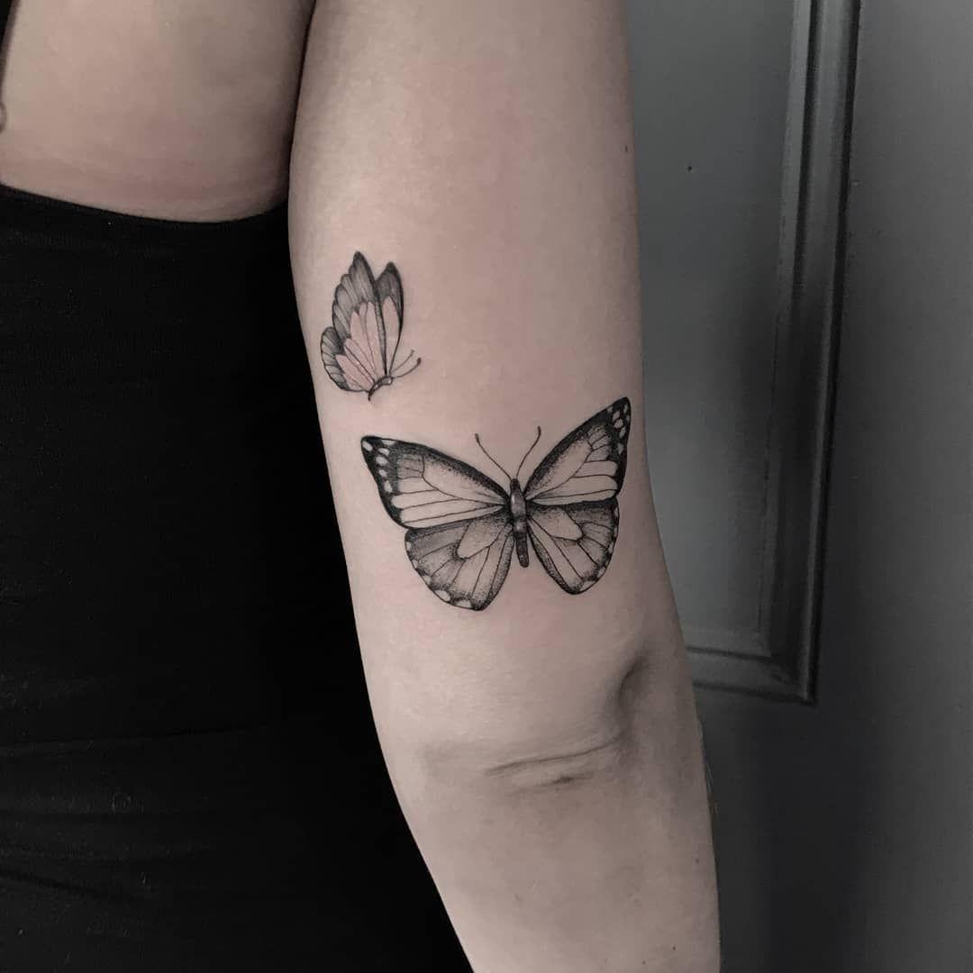 Takie delikatne cudeńka wydziergała @eva_konashevsky . Jeśli szukacie kogoś do takich cudeniek koniecznie napiszcie! No i nie zapomnijcie powiedzieć o nas znajomym ;)  . . . #butterflytattoo #butterfly #delicate #delicatetattoo #femininetattoo #tattoo #beautiful #aesthetic #blackandwhitetattoo #dziara #ktosieniedziaratenfujara