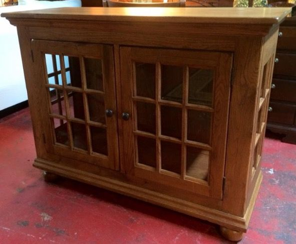 Broyhill Attic Heirlooms Low Display Lighted Cabinet In Oak Stain Cabinet Door Designs Broyhill Oak Stain