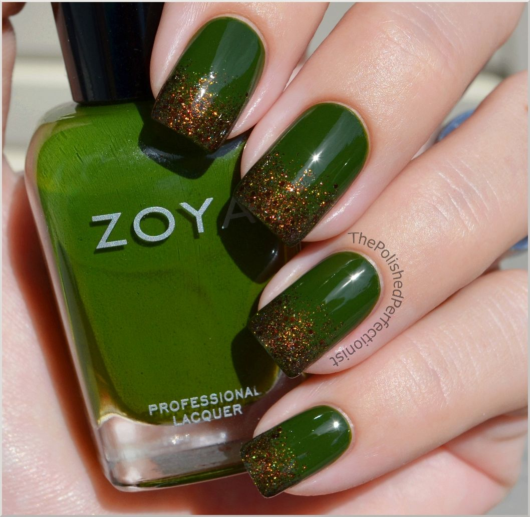 I know, glittery tips, again...BUT LOOK, it\'s the color of MONEY ...