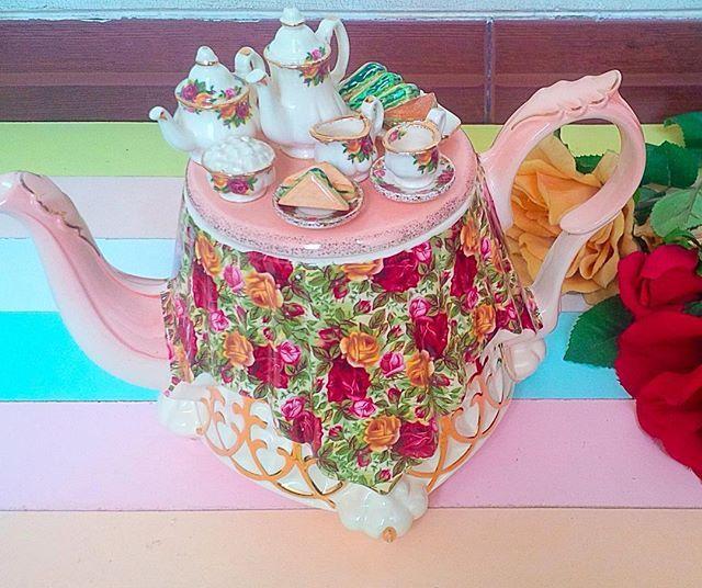 Rare royal albert old country rose chintz large teapot