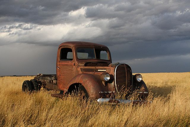 Rusty Old 1939 Ford Truck With Images Old Trucks Abandoned