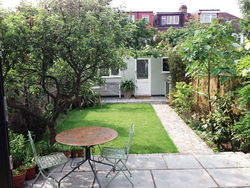 Garden house and terrace google garden pinterest garden houses gardens and - Garden design terraced house ...