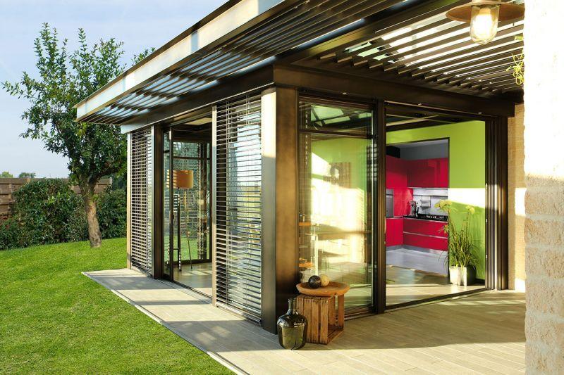 veranda concept alu gamme nouvelle extanxia ouverte avec pergola et brise 800 533. Black Bedroom Furniture Sets. Home Design Ideas