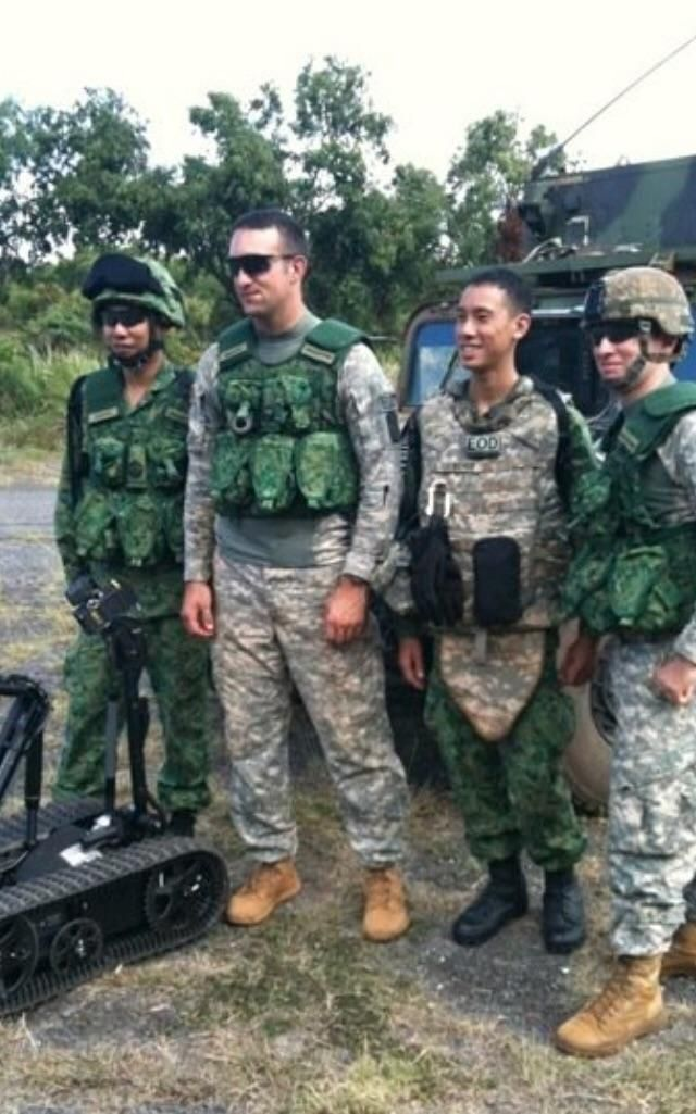 singapore army eod us army eod during cross training exercises 800x600