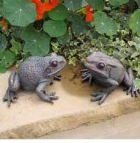 Charming Pair Of Garden Frogs Ornaments Bronze Finish: Amazon.co.uk: Kitchen U0026