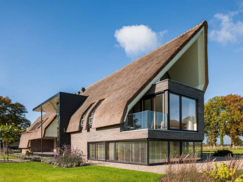 St Kilda Gable End House Contemporary Interior Design Of Eighties Red Brick House Architecture House Thatched House Architecture Design