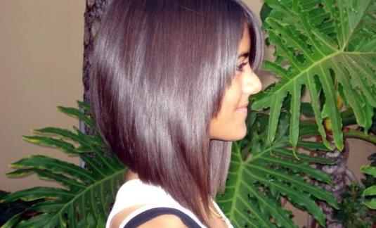 Le carré long plongeant est la coupe idéale pour celles qui souhaitent couper leurs cheveux mais ...
