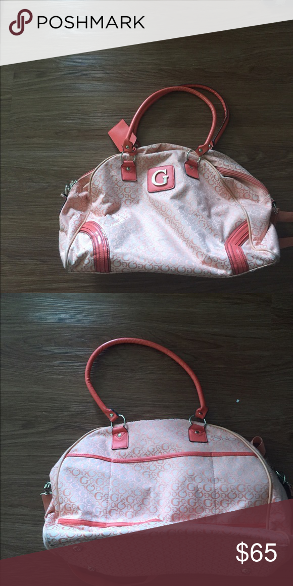 Guess overnight bag Great condition Guess Bags Travel Bags