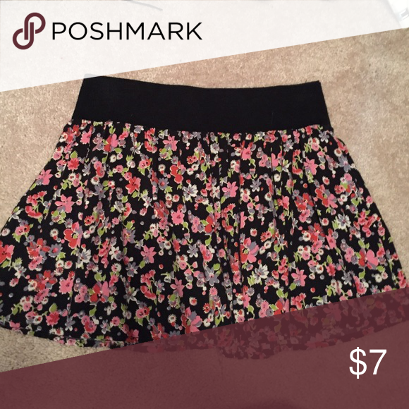 Floral Skirt Floral skirt bought from Nordstroms, perfect for summer outfits :) Lily White Skirts Circle & Skater