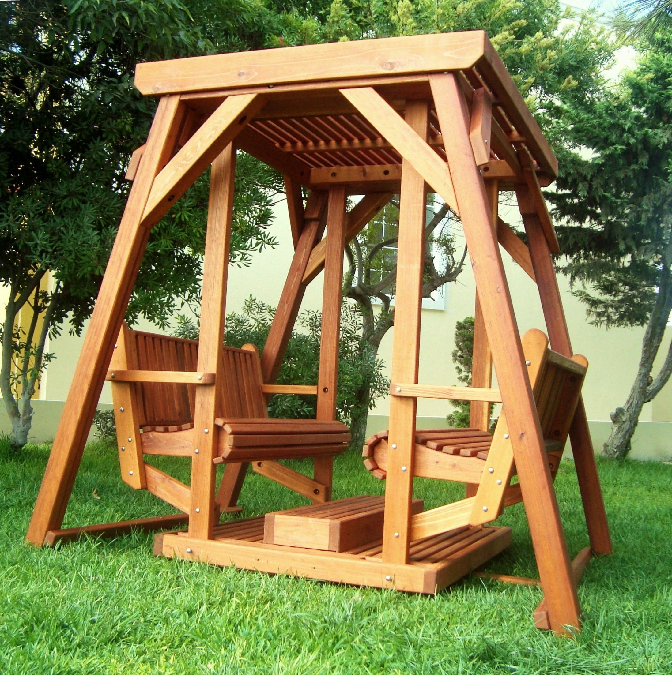 St. Anthonyu0027s Face To Face Swing   Trellised Roof Version
