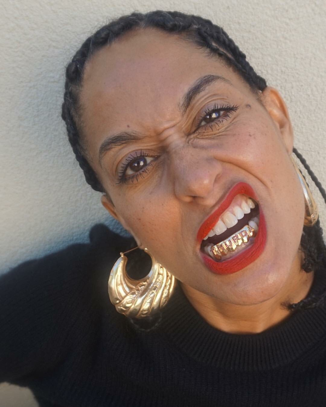 Traciee Ellis Ross giving you those gold Slugs baby!!