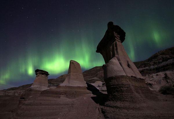 New Aurora Pictures Solar Flare Sparks Snakes Spears See The Northern Lights Northern Lights Drumheller