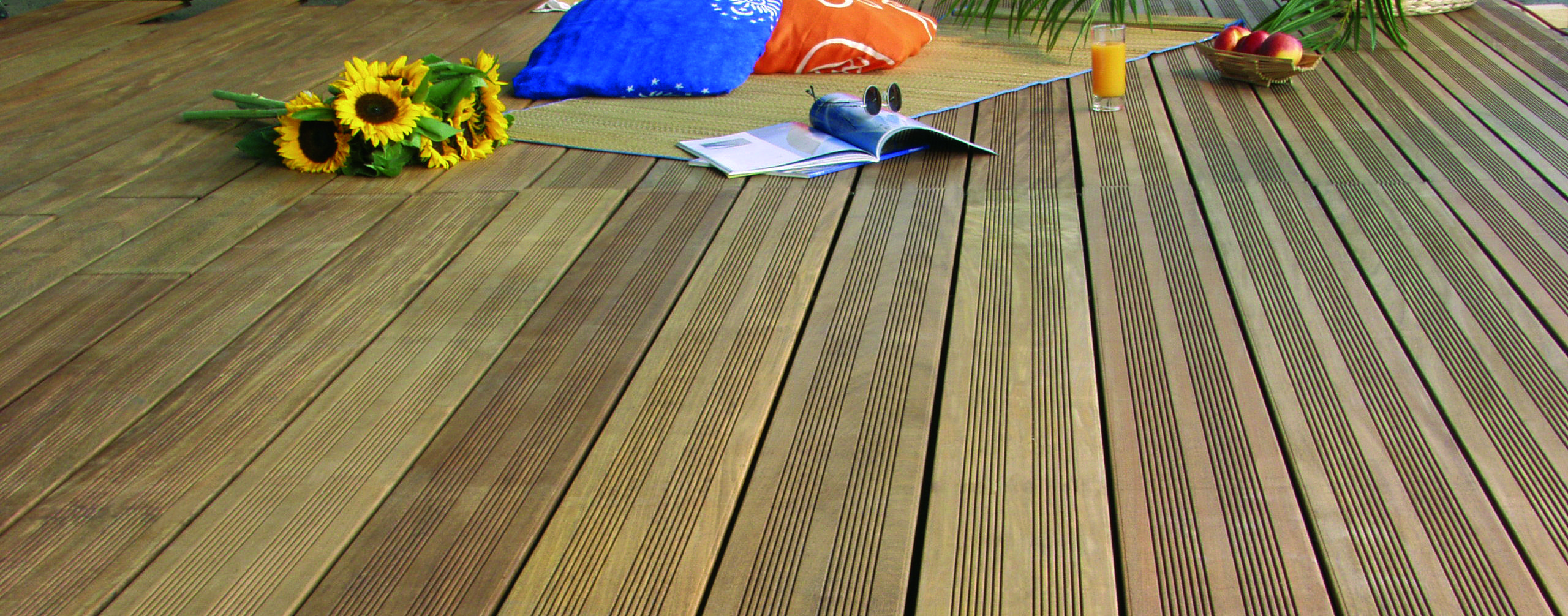 Esthetiques Et Chaleureuses Les Lames De Terrasse En Bois Exotique Cumaru Presentent Des Qualites Exceptionnelles De Lame Terrasse Terrasse Bois Bois Exotique