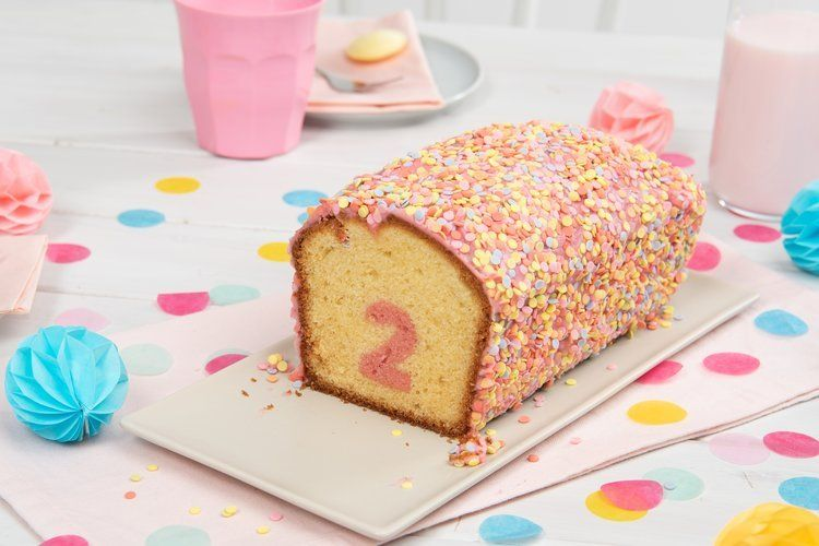 Uberraschungs Kuchen Mit Zahl Rezept Von Backen De Rezept Uberraschung Kuchen Uberraschungskuchen Kuchen Ohne Backen