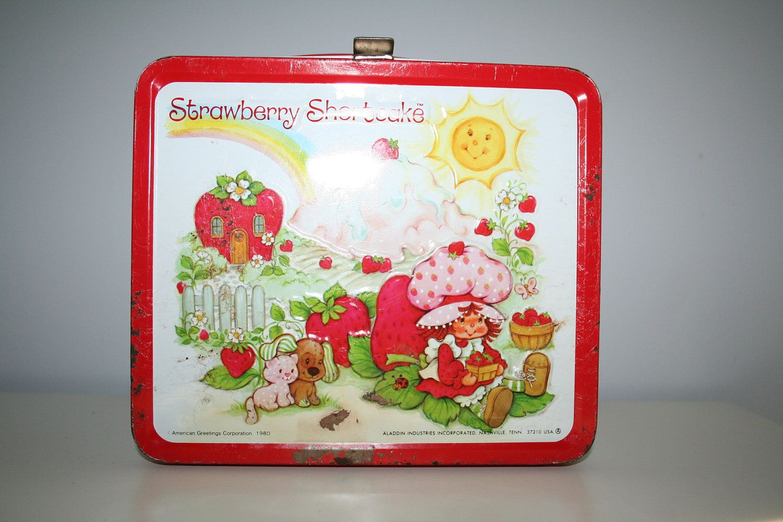 Creo que esta era mi lunchera de kindergarden, si mi memoria no falla. Vintage 1980's Strawberry Shortcake Metal Lunch Box. I ♥ the 80's