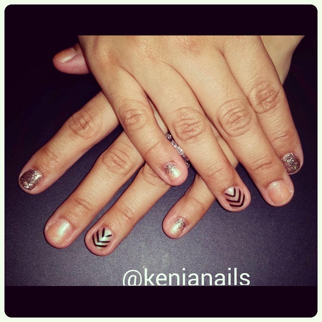Nail Art By Kenia Gelnails Glitternails Chevron Gel Nails Glitter Nails Spa Salon