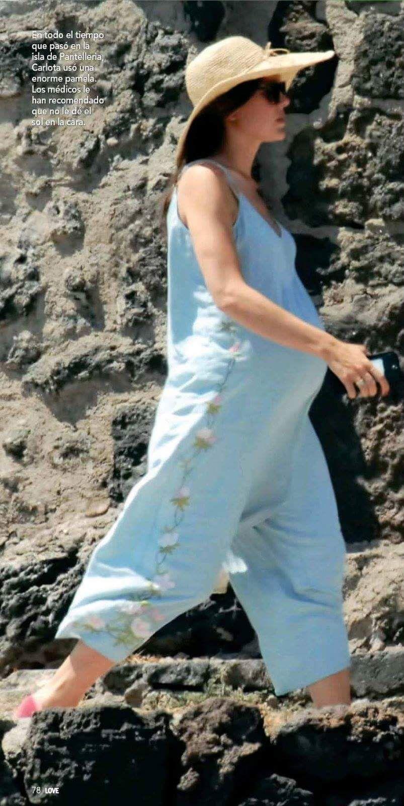Charlotte Casiraghi · Grossesse · Mary Kate Ashley, Prince Rainier, Famille  Royale De Monaco, Ashley Olsen, Angelina