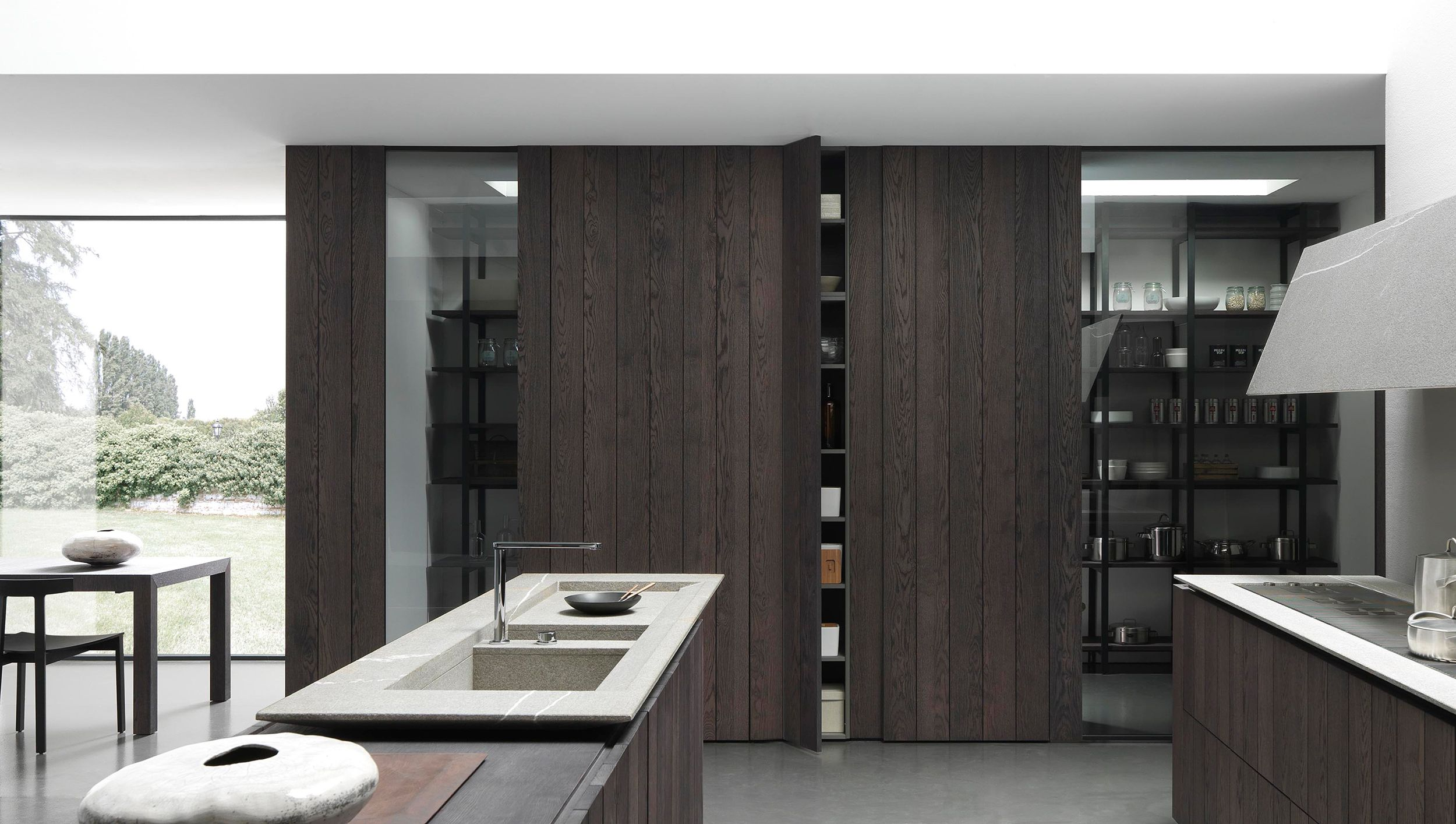 Voorraadruimte of wijnkelder geïntegreerd in de keuken la cantina