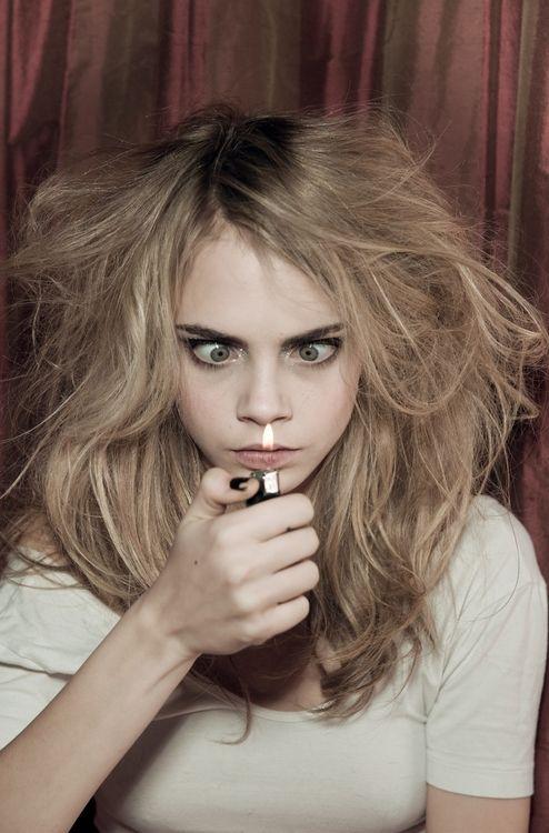 Cara Delevingne even when she looks crazy she's beautiful wth