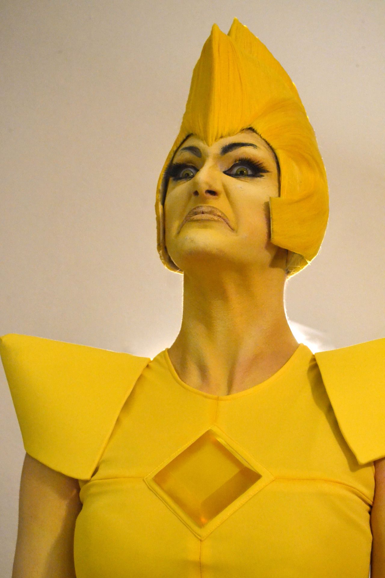 this yellow diamond cosplay is amazing welcome to the world of
