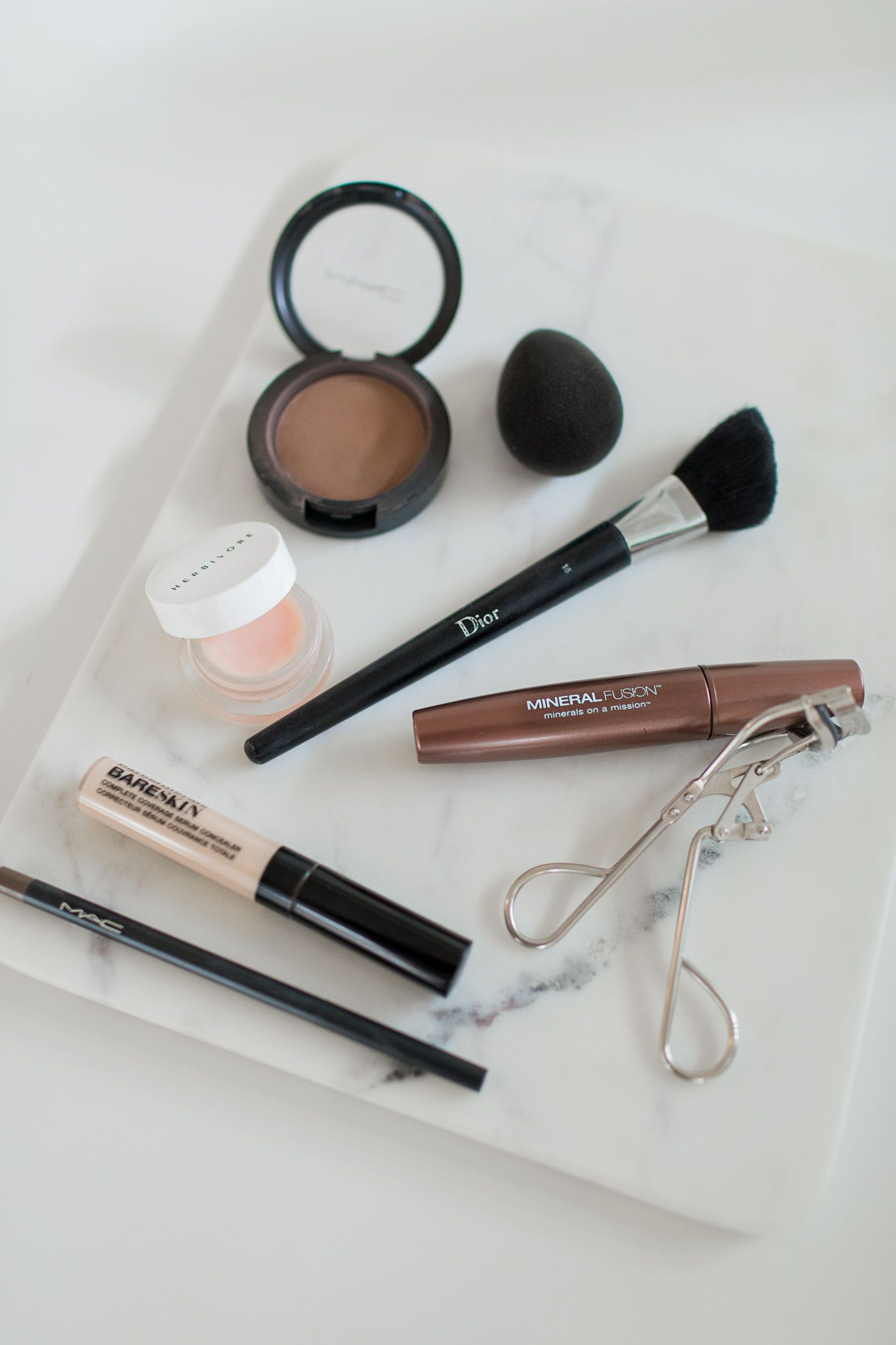 What's in my bag? Minimal travel makeup, the only 5 makeup