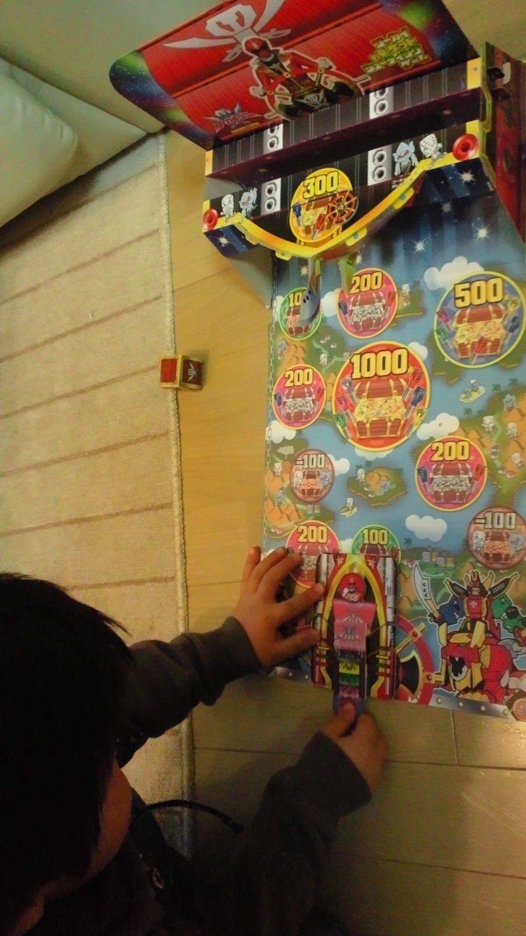 てれびくん2012年2月号付録のゴーカイジャーのシューティングゲーム。この手のもの、子供は喜ぶけど作るのは大人なので大変である。
