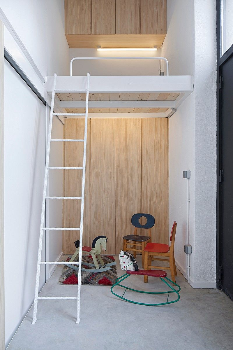 Cozy little flat in barcelona with low cost interior design