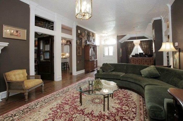rundes sofa grün schick gemütliches wohnzimmer farbiger teppich - teppich wohnzimmer grun