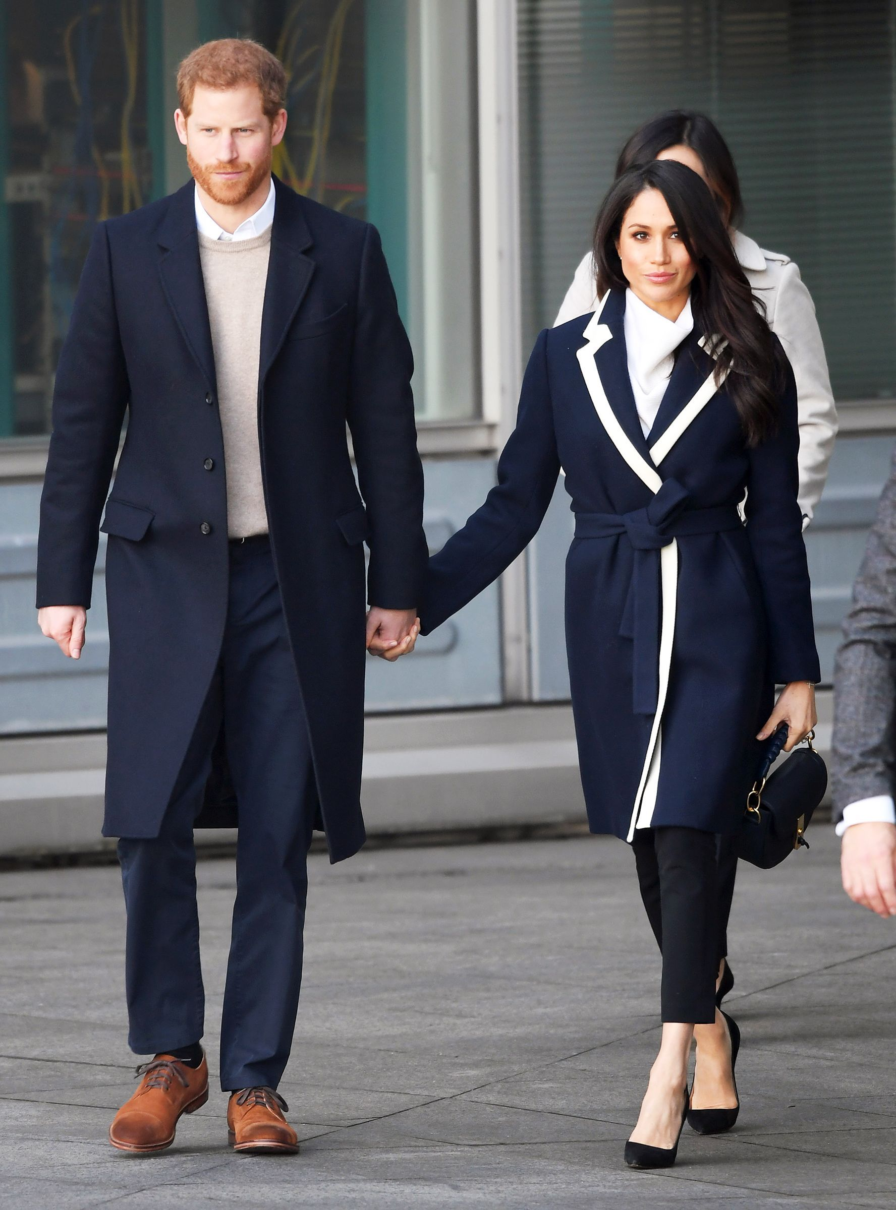 meghan markle finally wore j crew and yes it s sold out now http r29 co 2tuhtka harry and meghan jcrew coat meghan markle pinterest