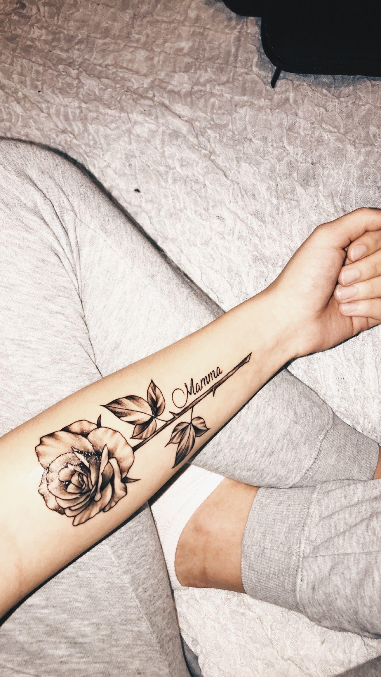 Frau unterarm innenseite tattoo schriften Tattoo Unterarm