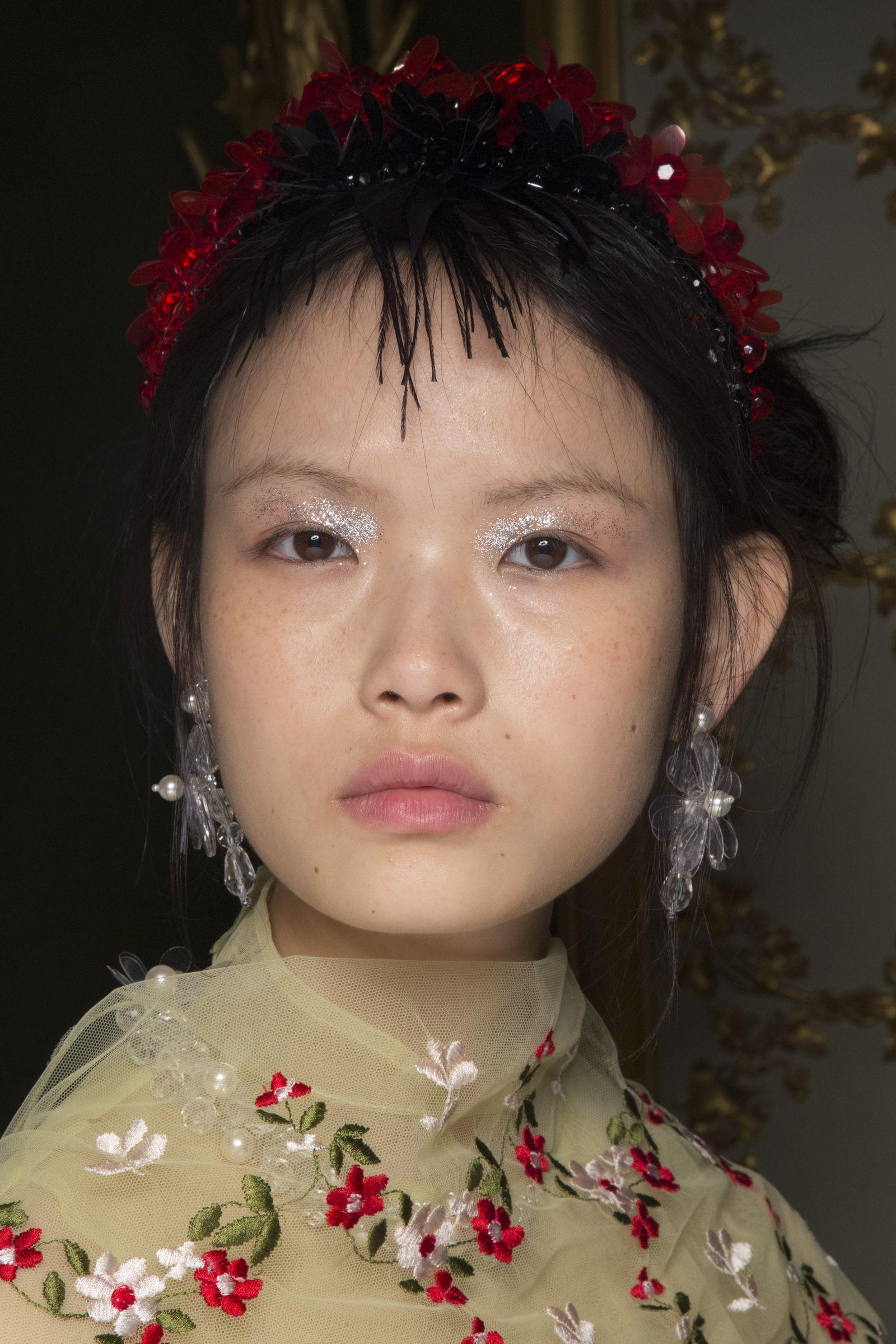 00c3249d951 Simone Rocha- ellemag Runway Makeup, Eye Makeup, Christmas Makeup, Latest  Makeup,