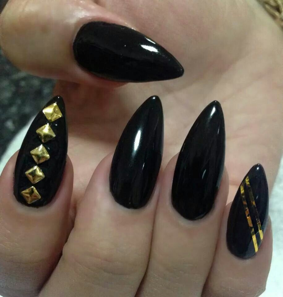 Black and gold stilettos (Xclusive Nails)