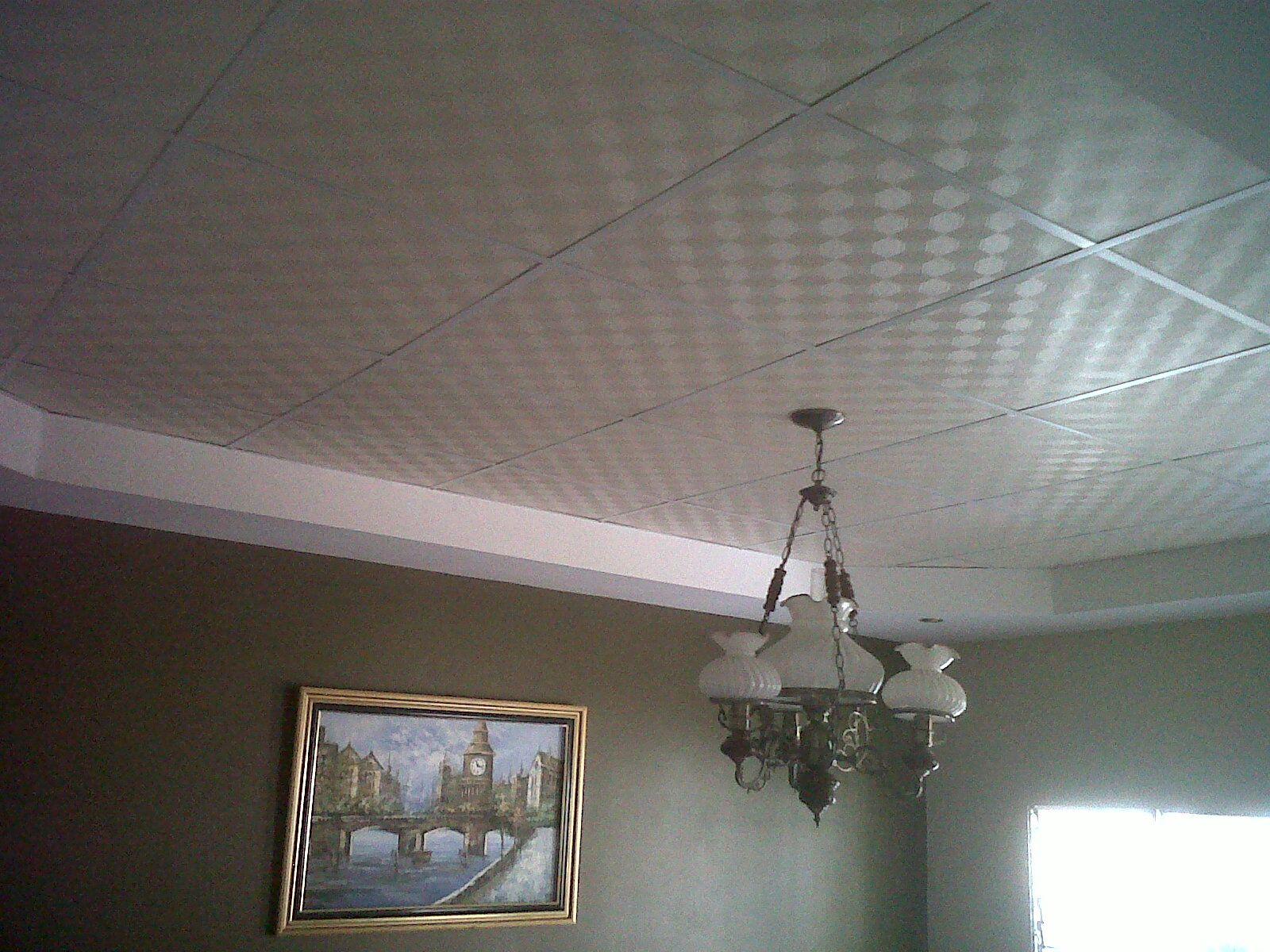 Cielo raso combinado de gypsum con laminas de yeso cielo for Laminas para techos interiores