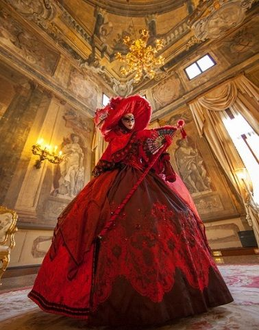 Burgundy Carnival theme wedding shoot - Carnival in Venice, a themed wedding inspiration | fabmood.com #weddingtheme #weddinginspiration