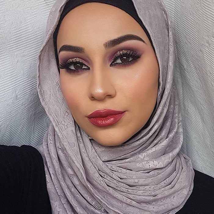 .@natalia.saad rocks this super chic look using @sleekmakeup Enchanted Forest i-Divine Palette. 😍