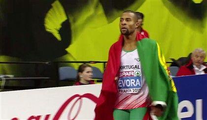 O atleta português conquistou a primeira medalha de ouro da carreira nos Europeus de pista coberta, ao saltar 17,21 metros, superando o recordista espanhol, Pablo Torrijos.