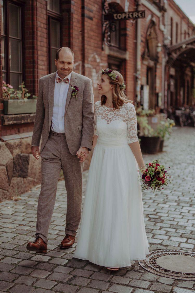 Urbane Hochzeit In Leipzig Fotografin Aus Leipzig Hochzeitskleid Spitze Kleid Hochzeit Standesamtliche Trauung