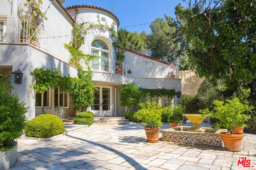Katy Perry Lists Her Post Divorce Mulholland Drive Compound Celebrity Houses Hollywood Hills Homes Mansions