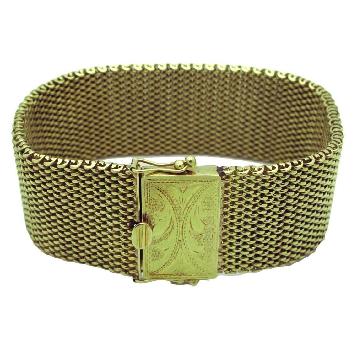 Gold Mesh Bracelet With Engraved Clasp Mesh bracelet