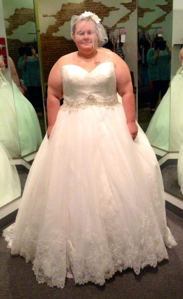32 Surreal And Hypnotic Plus Size Romantic Wedding Dress That Put You As The Center Of Attraction
