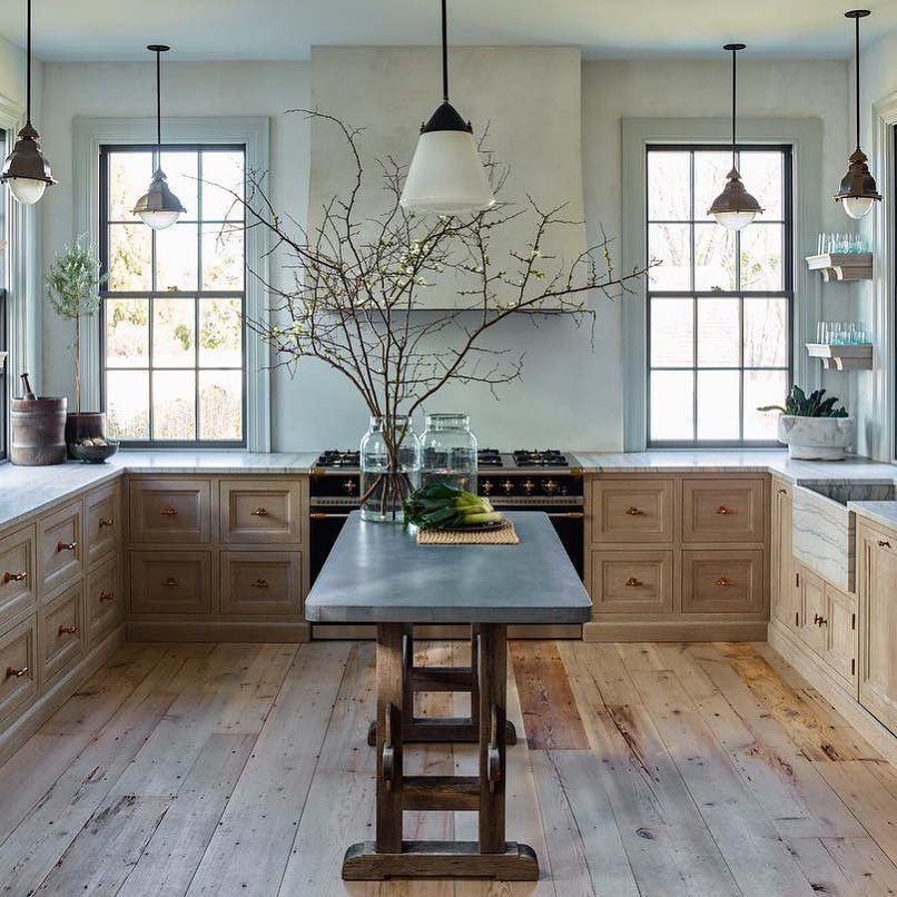 This rustic yet modern kitchen is simply dreamy! Love the