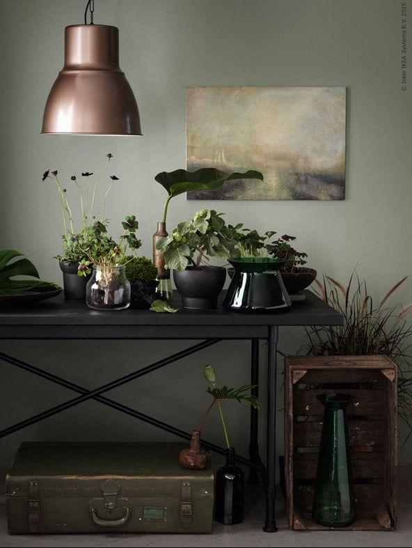 Tafel met planten en groene accessoires met HEKTAR hanglamp ...