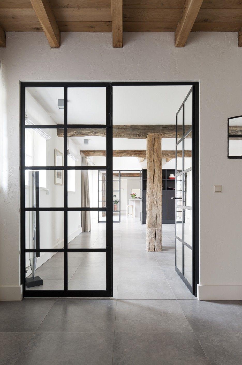 Fliesen im beton look gradlienig verlegt kombination aus for Puertas acristaladas interior