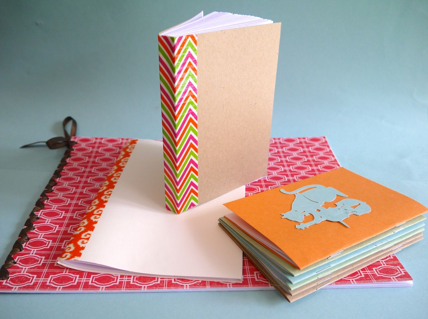 How to make a homemade scrapbook with construction paper - Ways To Bind A Homemade Book