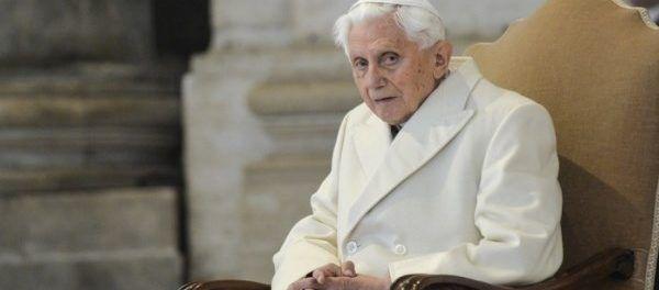 Sono passati otto anni da quando Papa Ratzinger (il vero Papa) disse la verità sull'Islam, una religione violenta che punta alla conquista del mondo, e ci mise in guardia sul pericolo terrorista e fondamentalismo,...