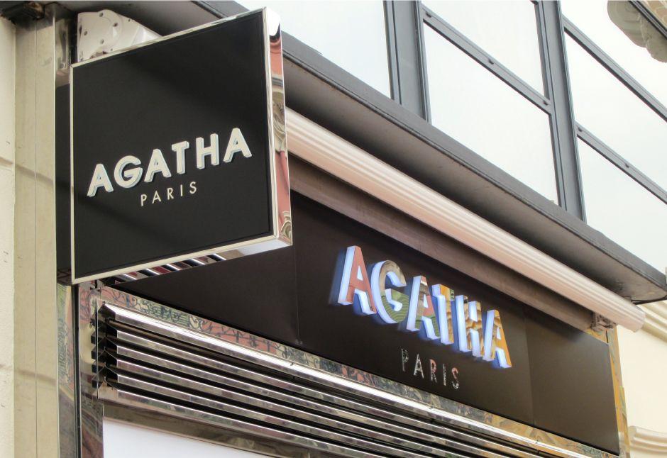 enseigne lumineuse d 39 un magasin agatha impl ment e avec un clairage n on sisters pinterest. Black Bedroom Furniture Sets. Home Design Ideas