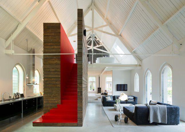 Wonen in een kerk. Voor meer interieur inspiratie kijk ook eens op http://www.wonenonline.nl/interieur-inrichten/